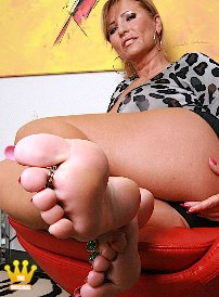 Clic here to see the list Bare soles for sniffing and licking von Sole-lover.txt